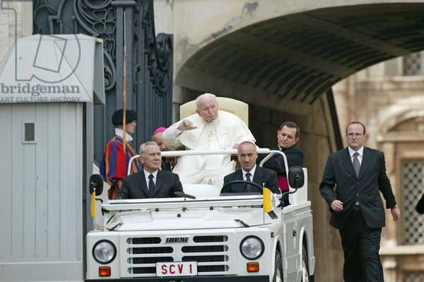 General Audience of Pope John Paul II, Vatican, 2000 (photo)