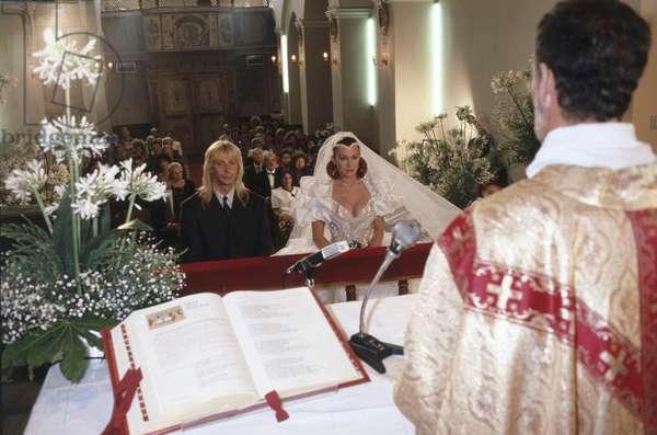 Carmen Russo and Enzo Paolo Turchi at the altar, Cassano delle Murge, Italy