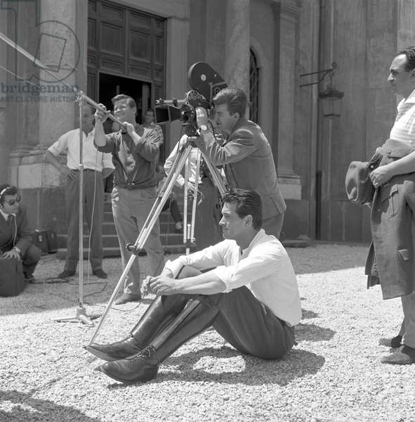 Rock Hudson and Charles Vidor on the set of A farewell to arms (b/w photo)