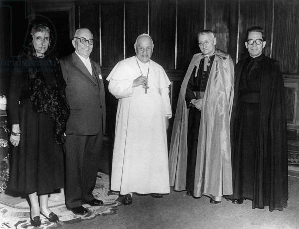 Arnoldo Mondadori and his wife meeting Pope John XXIII, Italy
