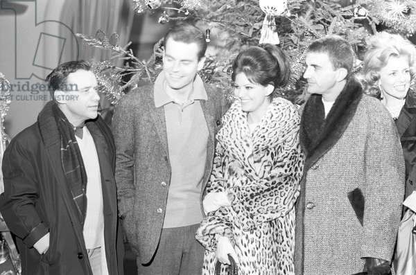 Robert Wagner, Claudia Cardinale and Blake Edwards on the set of the film 'The Pink Panther', 1963 (b/w photo)