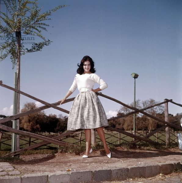 Dalida leaning on a fence, Italy