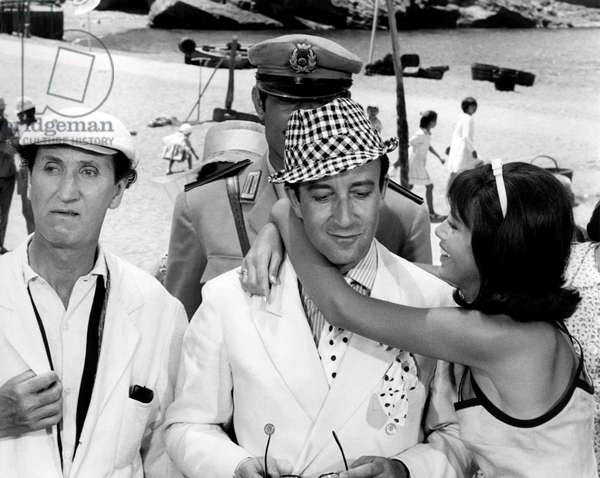 Peter Sellers, Mac Ronay and Britt-Marie Ekland in 'After the fox', 1966 (b/w photo)