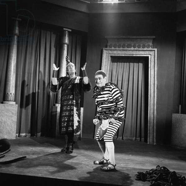 Totò and Nino Taranto in the film Totò vs. Maciste, 1962 (b/w photo)