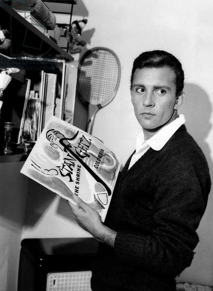 Paolo Ferrari holding the cover of a vinyl record, 1959 (b/w photo)