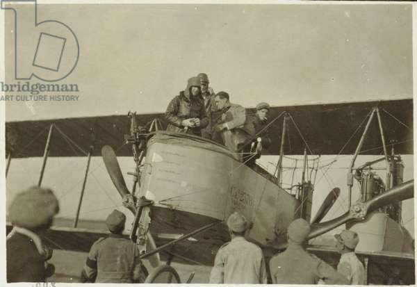 Gabriele D'Annunzio is about to leave in a plane with Italian soldiers, Italy