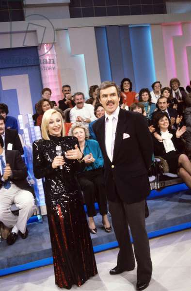 Raffaella Carrà and Burt Reynolds in a TV show, Italy, 1989 (photo)