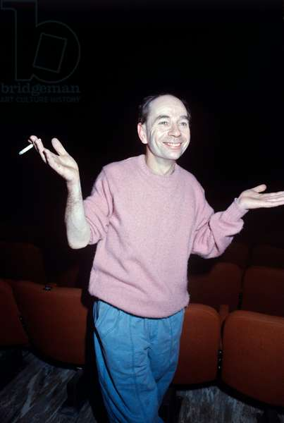 Lindsay Kemp smiling opening his arms
