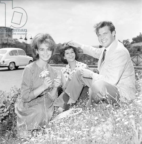 Roger Moore with Giorgia Moll and Luisa Mattioli in Rome (b/w photo)