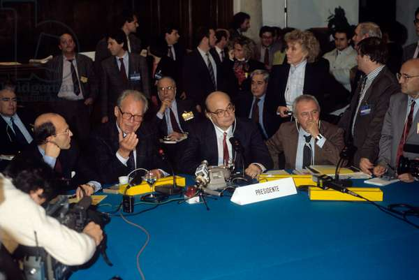 Bettino Craxi and Willy Brandt taking part in a press conference