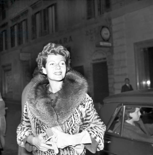 The actress Rita Hayworth in Rome (b/w photo)