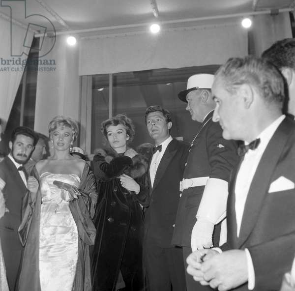 Marcello Mastroianni, Belinda Lee and Anouk Aimée at the premiere of the film La Dolce Vita, France, 1960 (b/w photo)