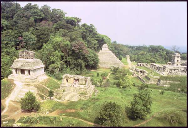 General view of the ceremonial site with the Temple of the Inscriptions, Maya (photo)