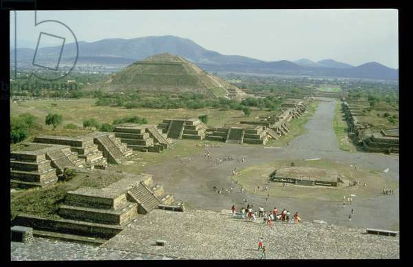The Avenue of the Dead with Pyramid of the Sun in the background (photo)