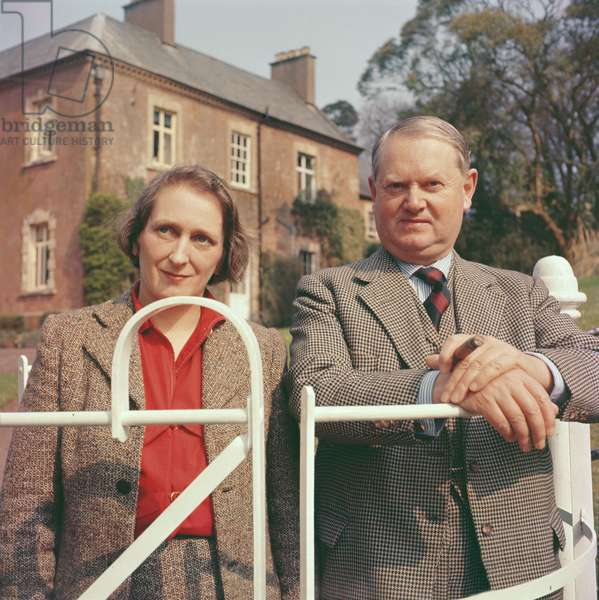 Evelyn Waugh with his wife, 1959 (photo)
