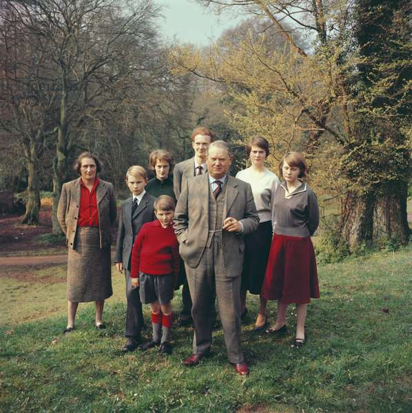 Evelyn Waugh with his wife and entire family, 1959 (photo)