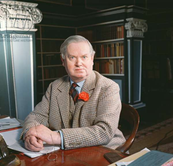 Evelyn Waugh in his study, 1963 (photo)