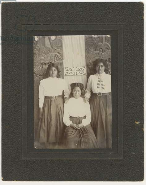 Lizzie, Kate and Pipi, c.1910 (silver gelatin print)