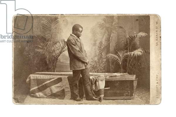 Jacob Wainwright with Livingstone's coffin, London, 1874 (albumen print)