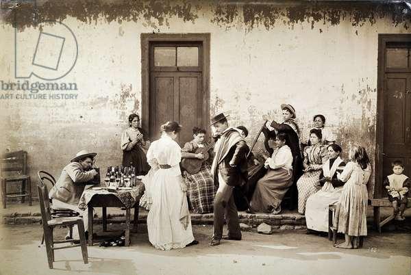 Chilenos bailanda la cueca (gelatin silver print)