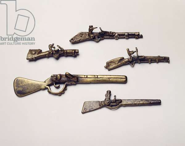 Gold weights cast in the form of guns (brass)