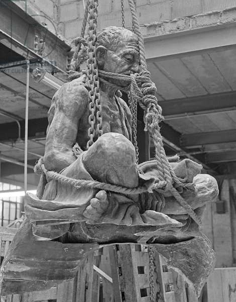 Life-size memorial bornze statue of Gandhi by sculptor Fredda Brilliant, 1967 (b/w photo)