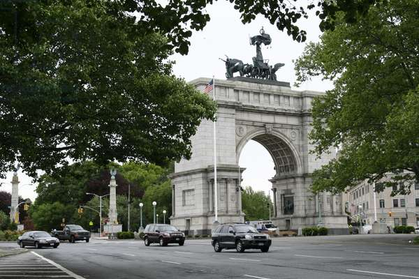 View of the Soldiers' and Sailors' Arch, Grand Army Plaza, New York, USA (photo)