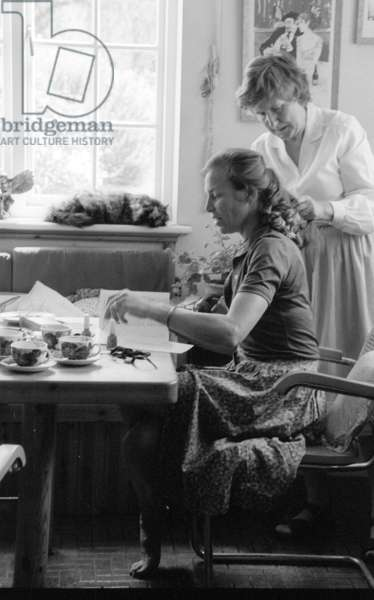 Janey, Countess of Kimberley with housekeeper Maggie braiding her hair, Hailstone House, Wiltshire, UK, 1976 (b/w photo)