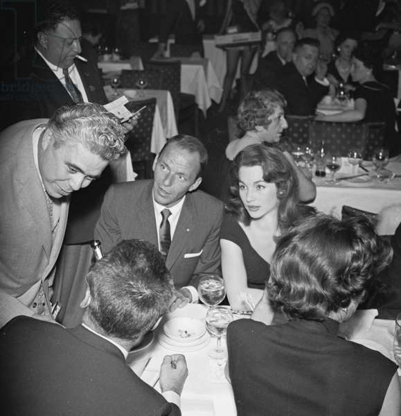Harry Saltzman, Frank Sinatra, actress Shirley-Ann Field and journalist, Pigalle 195, 1955 (photo)