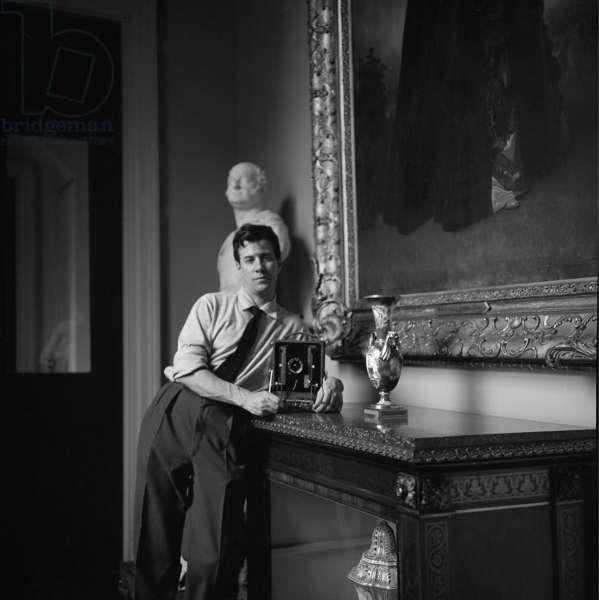 Marcus Harrison, self portrait, Buckingham Palace, London, UK, 1961 (b/w photo)
