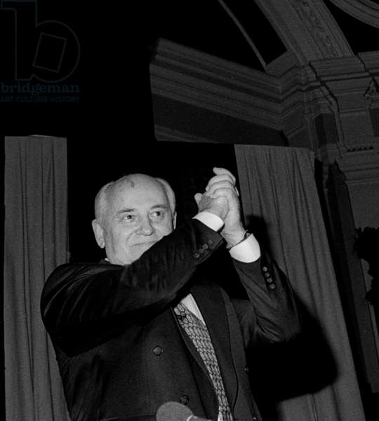 Mikhail Sergeyevich Gorbachev applauding the audience at a political forum and book-signing for his 'Memoirs', Westminster Hall, London, UK, 1996