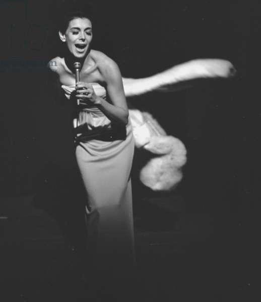 Stevie Wise, Countess of Listowel, singing at the Establishment Club, London, UK, 1962 (b/w photo)