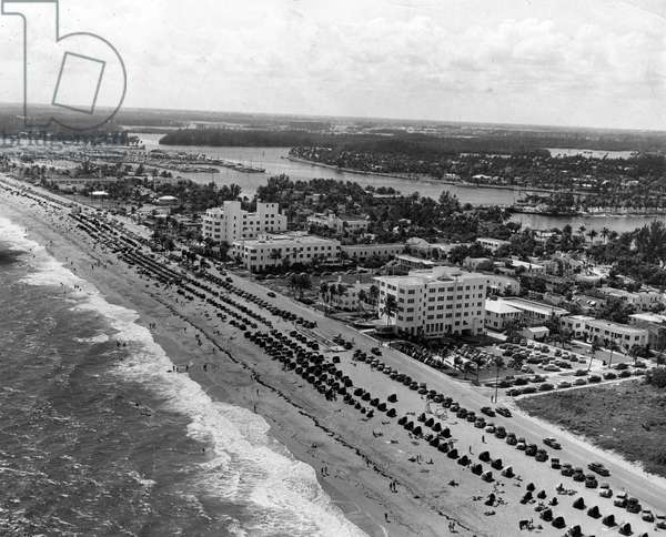 Aerial view of Fort Lauderdale beach, 1950 (b/w photo)