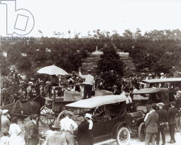 Selling Land in Coral Gables, 13th December 1920 (b/w photo)