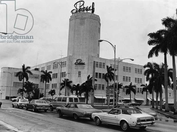 Sears Tower on Biscayne Boulevard, Miami, 17 June 1982 (b/w photo)