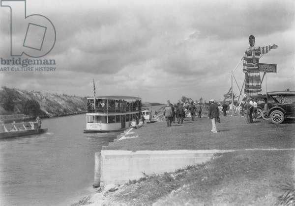 Prospective Buyers' Tour to Hialeah, 1922 (b/w photo)