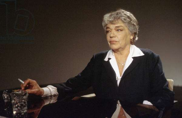 French actress Simone Signoret during the TV program Apostrophes, February 14, 1985 (photo)
