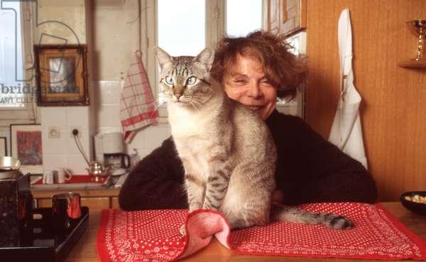 Annik Geille and cat (photo)