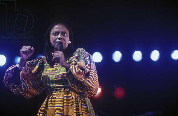 South African singer Miriam Makeba (about 1980)/La cantante Miriam Makeba (1980 circa) -