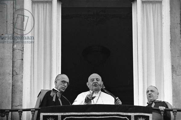 Vatican City, 1960 Pope John XXIII at the window of the Apostolic Palace/Citt¿ del Vaticano, 1960 Papa Giovanni XXIII affacciato alla finestra del palazzo apostolico - Marcello Mencarini Historical Archives
