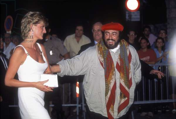 """Princess Diana Spencer (Lady Di) and lyrical singer Lyuciano Pavarotti at a concert """""""" Pavarotti and Friends"""""""", Modena, 12/09/1995. Italy"""