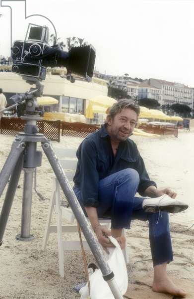English poet, singer-songwriter, actor and director Serge Gainsbourg holding a Repetto in his hand. Venice Film Festival/Venice Film Festival