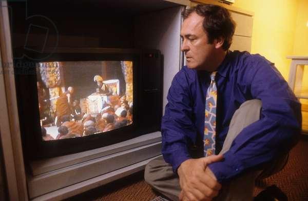 Bernardo Bertolucci in his home (1986)