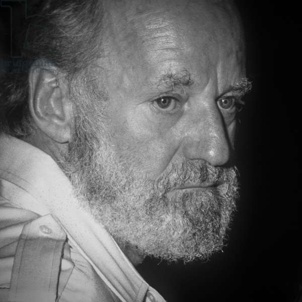 Ostia (Rome), Castelporziano Beach, 1979. American poet and publisher Lawrence Ferlinghetti at the First Festival of the Poets/Ostia (Roma), spiaggia di Castelporziano. He poeta and editor Lawrence Ferlinghetti at the Primo festival dei poeti -