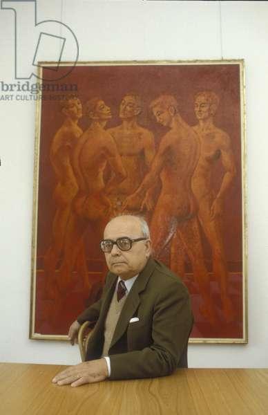 Milan, 1982. Italian artist Aligi Sassu in his house/Milano, 1982. L'artista Aligi Sassu nella sua casa -