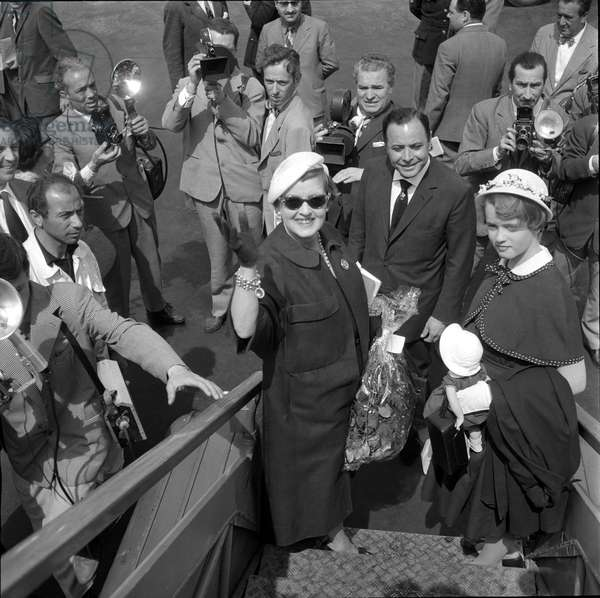 Rome, Ciampino Airport, about 1950. American actress Bette Davis/Roma, Ciampino airport, 1950 circa. L'attractiveness americana Bette Davis -
