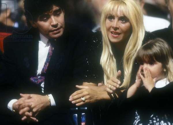 Argentina soccer player Diego Armando Maradona, his wife Claudia and one of their two daughter, 1991/Il calciatore Diego Armando Maradona, sua moglie Claudia e una delle loro figlie figlia, 1991 -