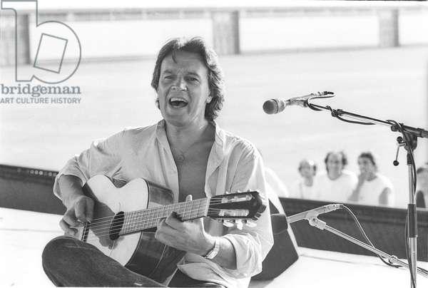 Rome, about 1985. British jazz-fusion guitarist John McLaughlin during a rehearsal/Roma, 1985 circa. He chitarrista John McLaughlin durante a prova-