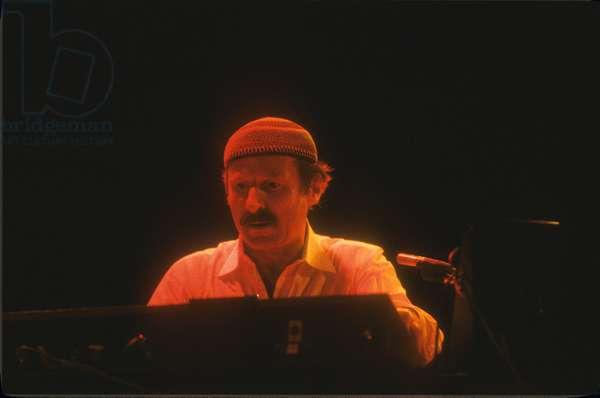 Austrian-American jazz keyboardist and composer Joe Zawinul (about 1985)/Joe Zawinul, pianista e tastierista jazz (1985) -