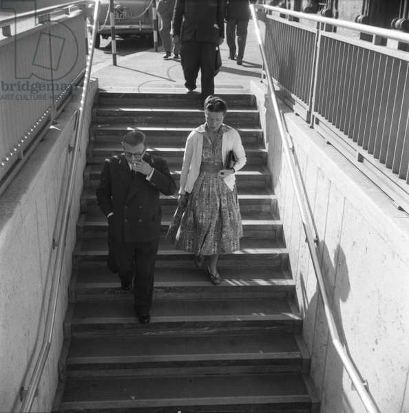 Rome, October 1956 French philosophers Jean-Paul Sartre and Simone De Beauvoir walking in the street/Roma, October 1956 I filosofi Jean Paul Sartre and Simone De Beauvoir camminano per strand -